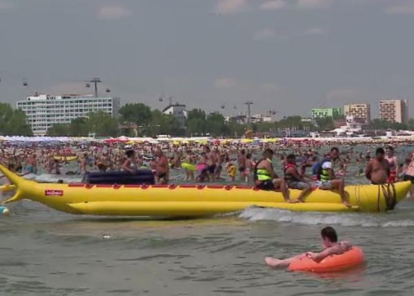120.000 de persoane au ajuns duminica pe litoral. Ce au primit turistii care reciclat au dozele de beri