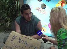 A stat trei săptămâni cu 100 de lei în Vama Veche, după ce a scris un mesaj pe o pancartă.  Am făcut tot ce se poate . FOTO