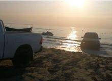 Imagini incredibile pe litoral: SUV blocat în mare. Tânărul care a filmat scena, amenințat. VIDEO