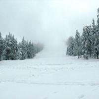 Sezonul de iarna abia incepe, la Straja. Zapada din abundenta a deschis toate cele 12 partii si aproape toate locurile de cazare sunt rezervate