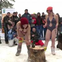 Fete in costum de baie, pe partia de la Paltinis. Miss Bikini, aleasa in acest weekend, la sub zero grade