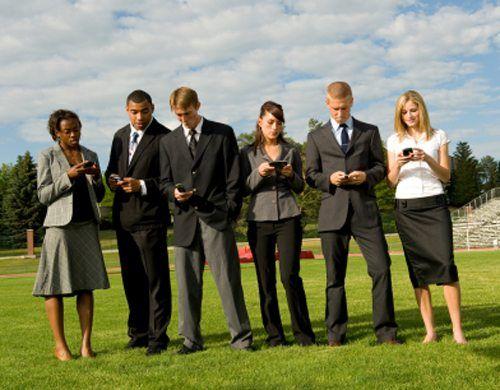 Pe Pamant vor fi mai multe telefoane decat oameni, pana la sfarsitul anului VIDEO