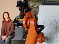 Robotul care stie sa deseneze portrete a trecut pe la CeBIT