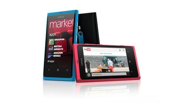 iLikeIT: Nokia Lumia 800, lansat oficial in Romania. Smartphone-ul finlandezilor ieftineste iPhone 4