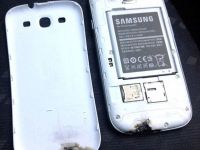 FOTO SOCANT: Un Samsung Galaxy S III a luat foc din senin. Compania, mirata