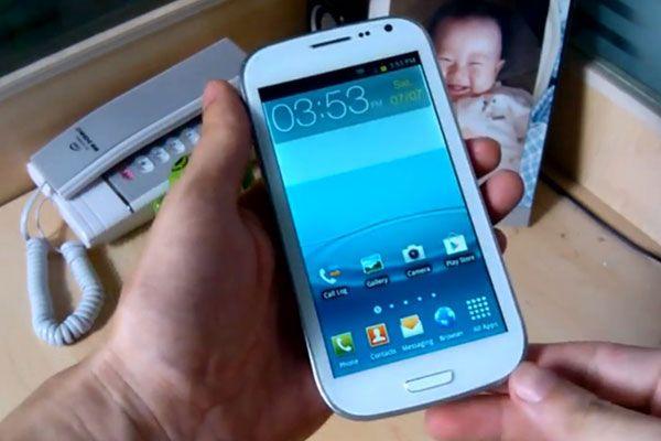 Chinezii ataca piata: Samsung Galaxy S III exagerat de ieftin VIDEO