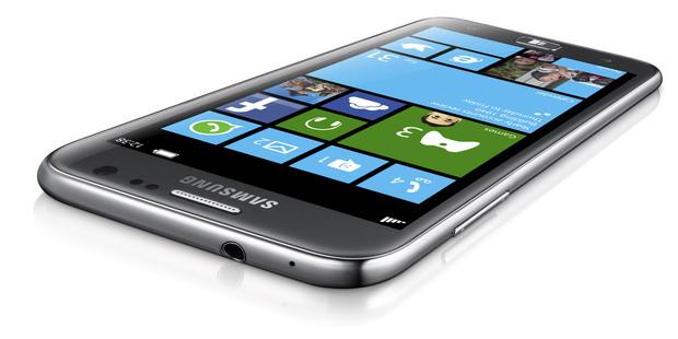 Samsung lanseaza ATIV S, primul smartphone cu Windows Phone 8 si procesor dual-core