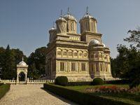 Manastirea Curtea de Arges:  Dumnezeu se afla in toate, chiar si in iPhone-ul tau