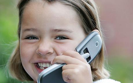 Alarma pe telefoanele mobile. In ce scandal sexual cu minori a fost implicat un site. Ce li se cerea sa faca