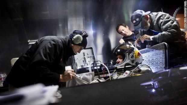 Tehnologia care l-a ajutat pe Felix Baumgardner sa aterizeze in viata dupa saritura din cosmos