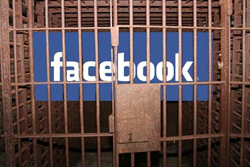 Studente arestate pentru o postare si un like pe Facebook. De ce au fost acuzate cele doua tinere