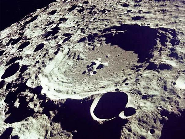 Luna, pulverizata de meteoriti. Fenomenul care a surprins oamenii de stiinta Luna-pulverizata-de-meteoriti-fenomenul-care-a-surprins-oamenii-de-stiinta_1