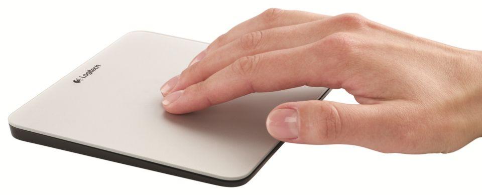 Logitech aduce in Romania doua noi gadgeturi pentru fanii Apple Logitech-aduce-in-romania-doua-noi-gadgeturi-pentru-fanii-apple_1