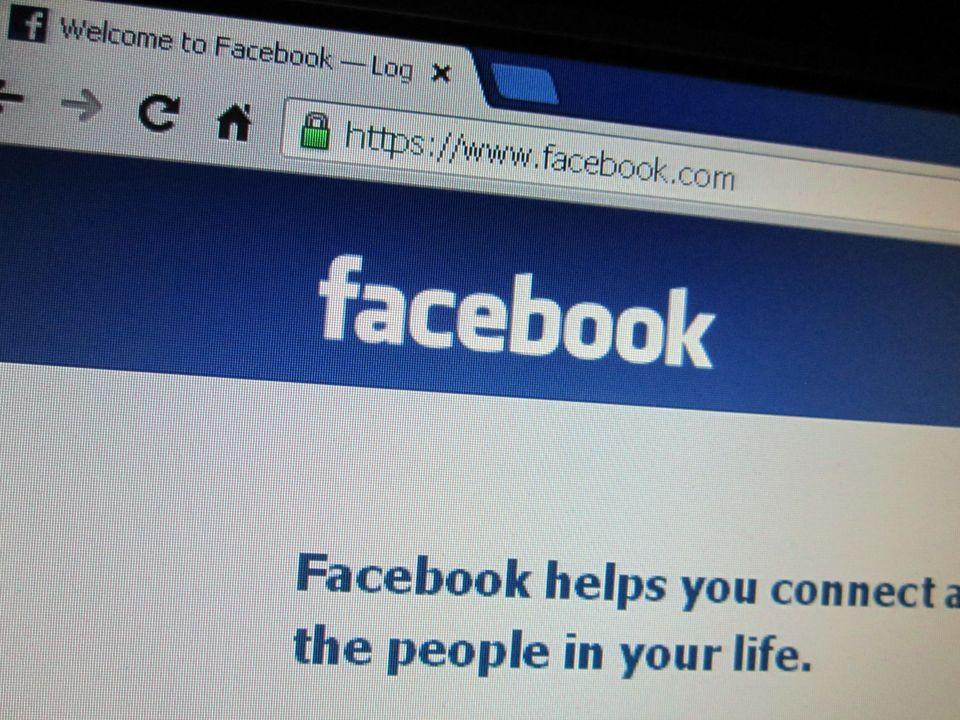 O fata de 15 ani a anuntat pe Facebook ca isi serbeaza ziua. Cum a ajuns in stare.. O-fata-de-15-ani-a-anuntat-pe-facebook-ca-isi-serbeaza-ziua-cum-a-ajuns-in-stare-de-soc_size1