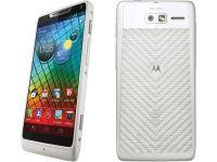 Motorola RAZR i, telefonul cu cel mai rapid procesor, in varianta alba