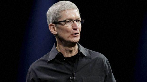 Salariul directorului Apple, Tim Cook, cu 99% mai mic fata de anul trecut
