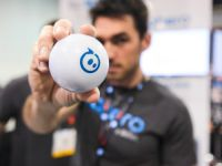 Sphero, mingea inteligenta care se transforma intr-un animal de companie