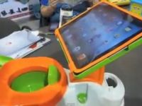 Olita cu suport pentru iPad, superinventia de la CES 2013. Cat va costa iPotty. VIDEO