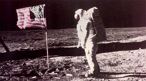 Cea mai mare teorie a conspiratiei, rezolvata. De ce primul pas pe Luna nu putea fi trucat