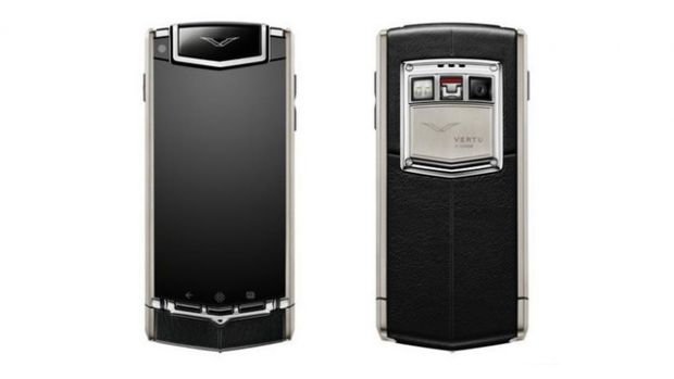 Vertu Ti, un smartphone de fite care costa $10.000. Ce specificatii are