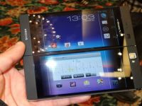 Medias W N-05E, telefonul cu doua ecrane care devine tableta. VIDEO