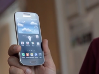 Samsung Galaxy S4 mini, surprins in imagini video