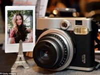 Polaroid renaste: Fujifilm resusciteaza celebrul aparat de fotografiat din septembrie