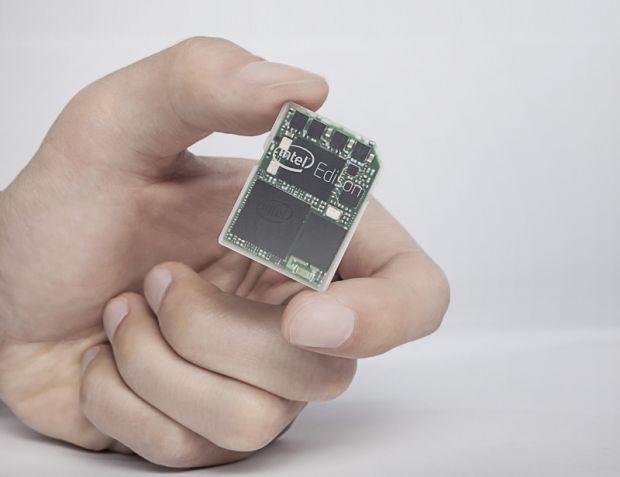 Intel Edison, lansat acum. Cel mai mic calculator din lume are marimea unui card SD
