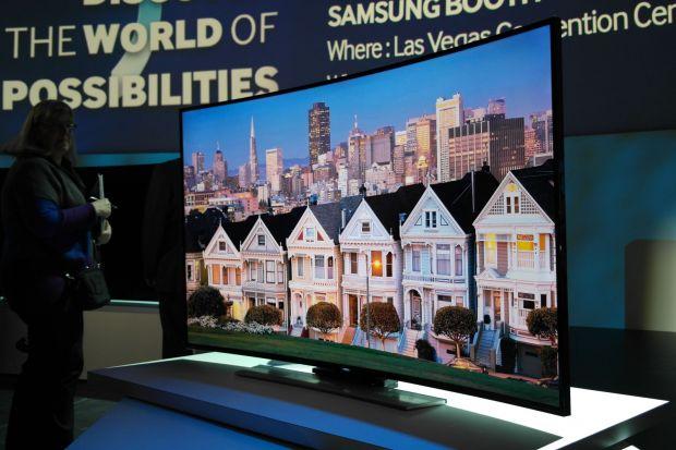 Samsung a lansat la CES cel mai mare televizor Ultra HD. Are 280 cm diagonala!