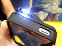 CES 2014: Husa cu electrosocuri pentru iPhone e infricosatoare! Ti-ai lua asa ceva?