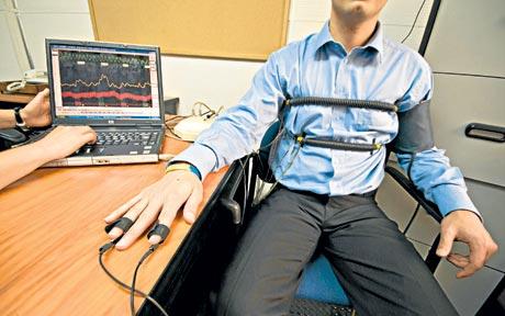 Englezii construiesc primul detector de minciuni online. Tintele vizate: Facebook, Twitter si forumurile