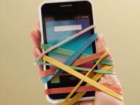 Suntem dependenti de telefon. Cati oameni se simt stresati atunci cand nu mai au baterie