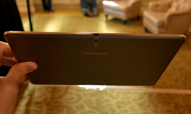 Mai subtire, mai usoara si mai tare ca iPad-ul. Cum arata Samsung Galaxy Tab S in cele 2 versiuni. GALERIE FOTO
