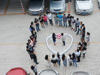 Gestul incredibil facut de un chinez. A folosit 99 telefoane iPhone 6 pentru a-si cere in casatorie iubita. Nu se astepta la ce a urmat