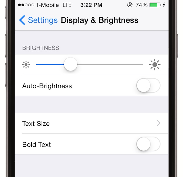 Dai disable la auto-brightness. Luminozitatea automata a telefonului consuma bateria rapid. Mergi la Settings > Display & Brightness si selecteaza pe varianta manuala, selectand intre 10 si 25%, in functie de preferinta