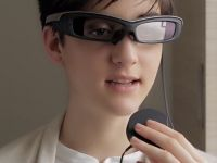Sony lanseaza SmartEyeGlass, alternativa la Google Glass. Cat costa si ce fac