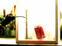 Genial! Ce se intampla cand pui o cutie de Cola in azot lichid! Experimentul i-a surprins pe cercetatori
