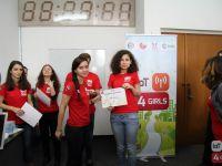 Fetele de liceu pot invata gratuit programare la tabara IoT4Girls de la Eforie Nord