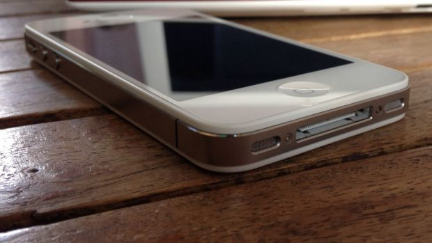 Un brand urias de telefoane mobile iti poate da banii inapoi! Sute de oameni au dat compania in judecata si cer daune imense