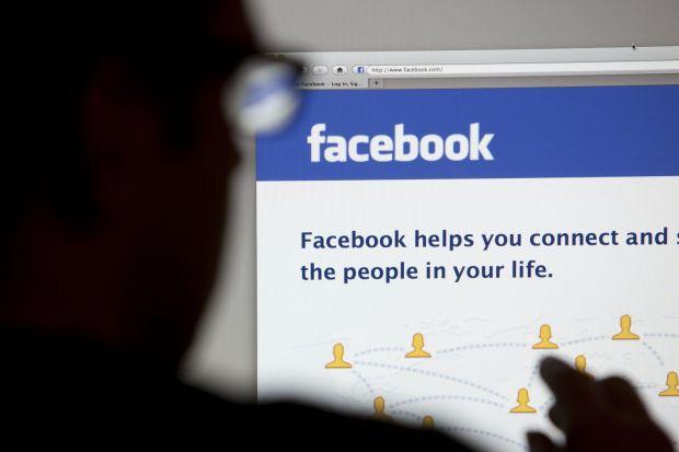 A fost condamnat la peste 15 ani de inchisoare dupa ce a pus o poza cu o arma pe Facebook