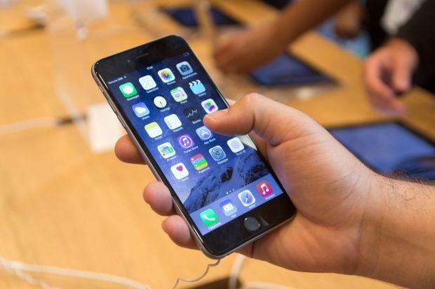 Un barbat a ajuns la inchisoare dupa ce i-a confiscat fetei iPhone-ul! Ce s-a intamplat dupa ce a facut asta