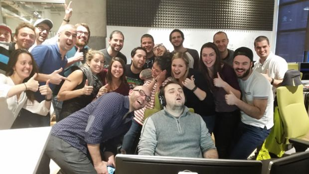 Un barbat a adormit la job in timpul programului, colegii i-au facut poza si au pus pe net! Ce a urmat este extrem de amuzant
