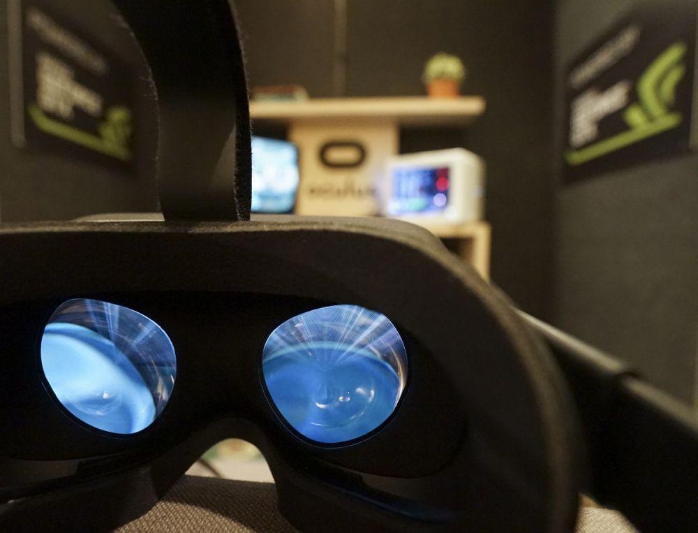 Am intrat in realitatea virtuala cu HTC Vive si Oculus Rift. Cum e sa fii alergat de zombie si sa urci pe Everest