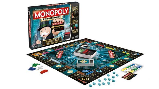 Mai tii minte jocul Monopoly? O noua varianta va fi lansata in care banii sunt inlocuiti de carduri