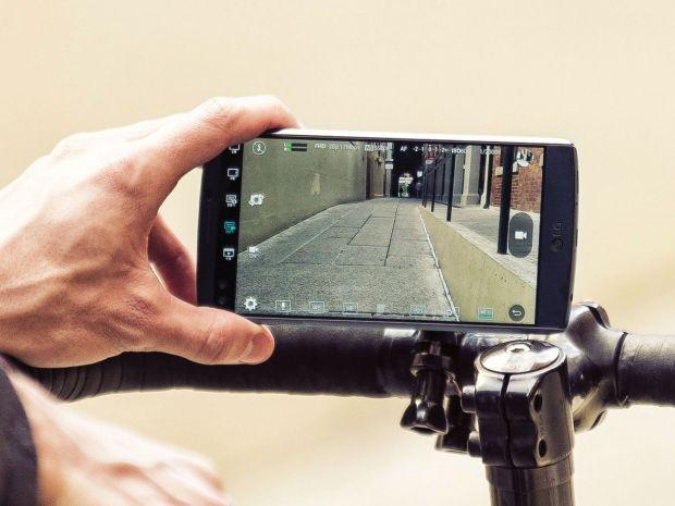 Cum se poate sparge un telefon in 30 de secunde. Asa treci de senzorul de amprenta. VIDEO