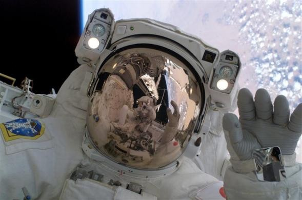 Cea mai amuzanta tentativa de talharie:  Astronaut din Nigeria, uitat in spatiu!  De ce suma de bani are nevoie  sa se intoarca acasa