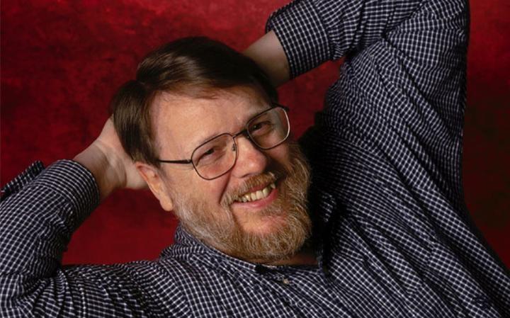 Ray Tomlinson, inventator emailului, a murit la 74 de ani