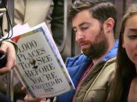 Farsa superba facuta la metrou. A pus coperti false si amuzante la carti. Cum reactionau oamenii