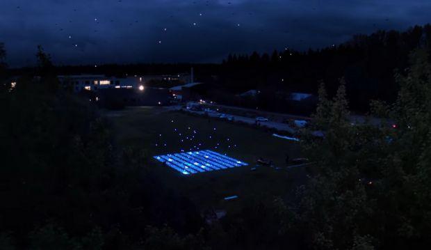 Spectacol incredibil pe cer cu 500 de drone! S-a stabilit un nou record mondial! Ce s-a intamplat dupa ce au ajuns in aer