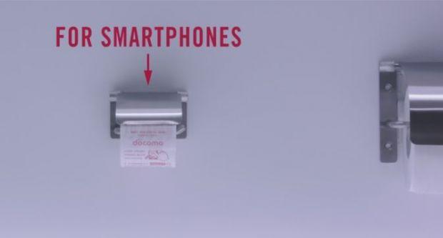 Nu e gluma! Prima tara care introduce hartia igienica pentru smartphone-uri! Cum se foloseste